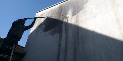 Čištění fasád odstranění zelených povlaků