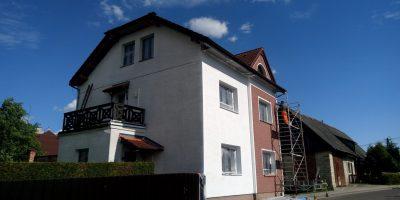 Vyčištění a nátěr fasády Rtyně v Podkrkonoší