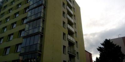 Vyčištění špinavé silikonové fasády od řas mechů a plísní wapkou